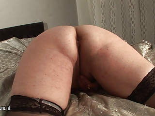 amateur chunky mature doxy mom and her cucumber