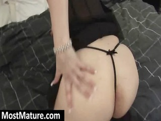 older wench tease with her curvy booty