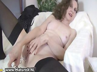 smutty mature lady likes part1