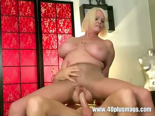 breasty aged mom in ripped nylon