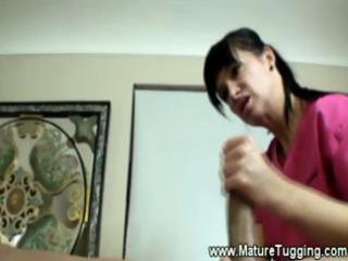 aged masseuse gives a impure tugjob