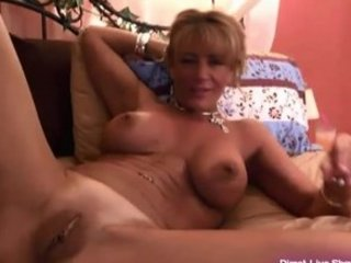 hot ginger d like to fuck masturbates for the gold