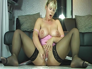 outrageuos squirting mother i