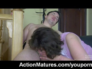 mature gals like it is hot