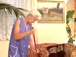 granny cleaner drilled by young master