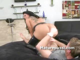huge wazoo d like to fuck bouncing on young cock