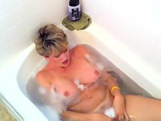 racquel takes a hot bathroom then a hot loadd