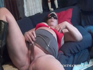 slutty mommy enchanting her mature cunt