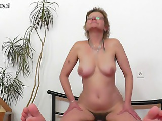 old mature doxy mommy fucking her chap toy