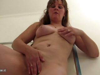 natural aged mommy playing with herself