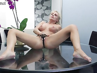 hawt d like to fuck masturbating on her glass