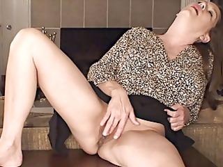 breasty mature masturbates
