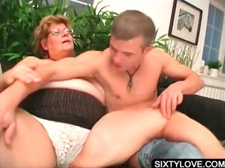 blowjob on knees with aged babe