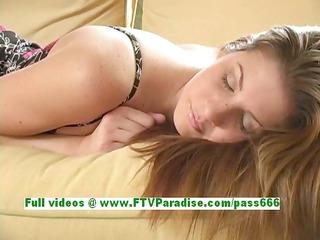 lisa gorgeous dark brown girl fingering pussy on