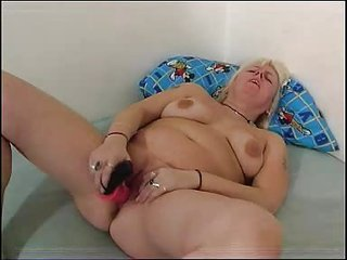 bulky mama plays with her chubby love tunnel fm02