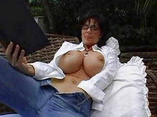 bigtits d like to fuck dark brown in glasses