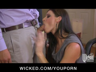 sexy lascivious milf boss deepthroats employees