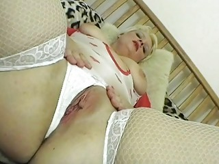 nasty golden-haired d like to fuck lady posing in