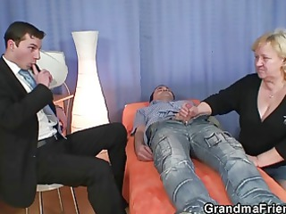 granny gives double oral sex and acquires