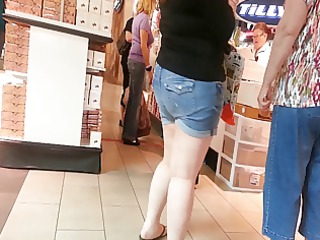 hd - candid mother and not her daughter butt - hd