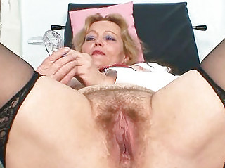 dirty mature lady toys her bushy fur pie with