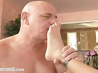 foot worship and toe engulfing
