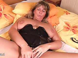 breasty aged mom tracy gets herself soaked