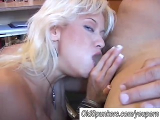 hot golden-haired d like to fuck in nylons