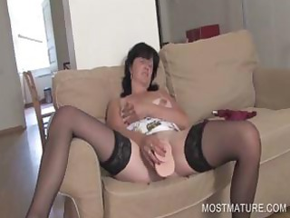 vibrator fucking with mature hottie