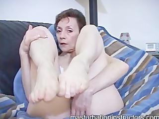 oldie dominatrix-bitch in bikini displays her