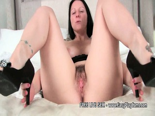 hot d like to fuck amber widens her legs