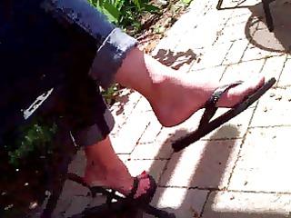 candid feet - d like to fuck flip-flop dangle -