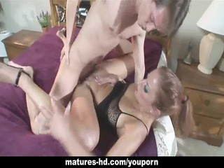 sweetheart enjoys a long dig in her older cunt