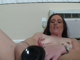 mature bulky woman mastrubating with her toys