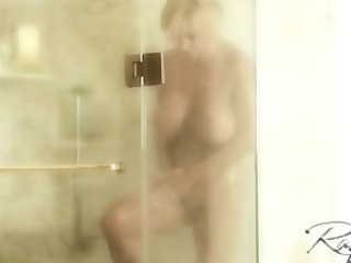 rachel aziani take a shower