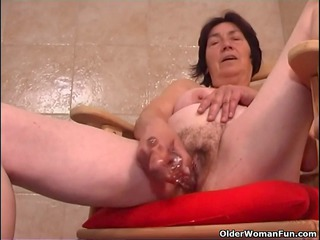 over 810 granny with unshaved impure cleft