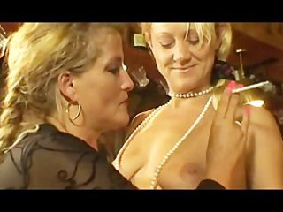 smokin milfs at threesome lesbian action.